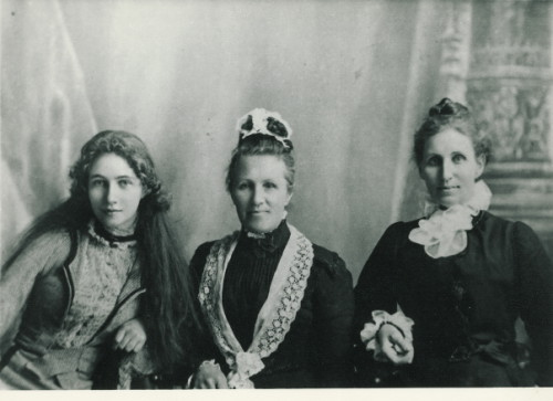 MABEL AIMER, ANN FEEK (NEE MATTEN) AND ANNIE AIMER (NEE ) FEEK