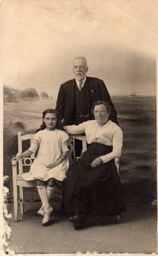 Henry and Alice Wright with Florry