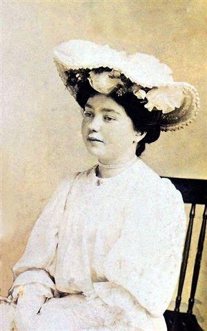 Anne R Kke