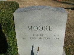 Robert Earl Moore
