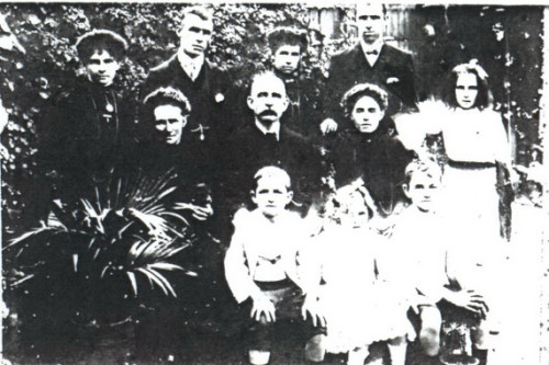 Charles & Annie Jones and family