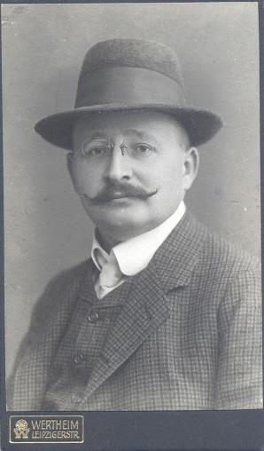 Karl V Oppen