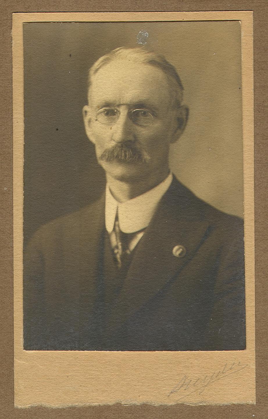 Linton Thomas Latta 001