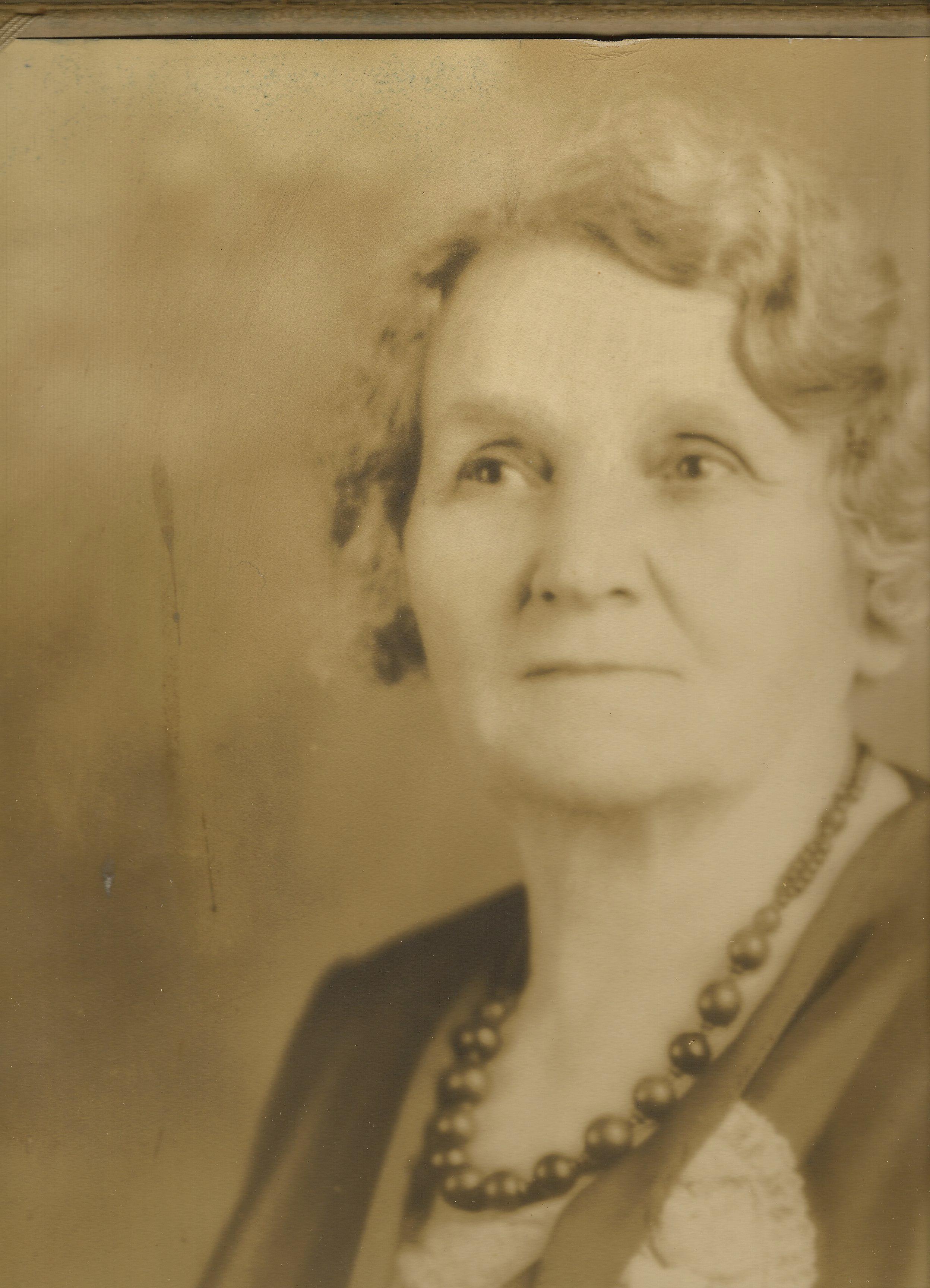 """Elizabeth Victoria """"Lizzie"""" Barr"""