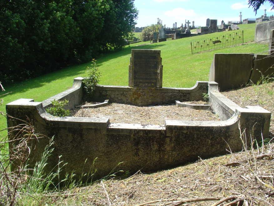 Hand Henry & Barbara nee Welnowska Grave2