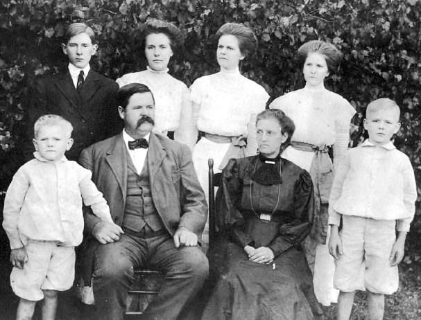 Whitley, L-R Elbert Lee, Dr D P Whitley, Eliza Efird Whitley, John Efird Whitley; second row, D P Jr, Ora, Elsie, Ida 1908 - Cop