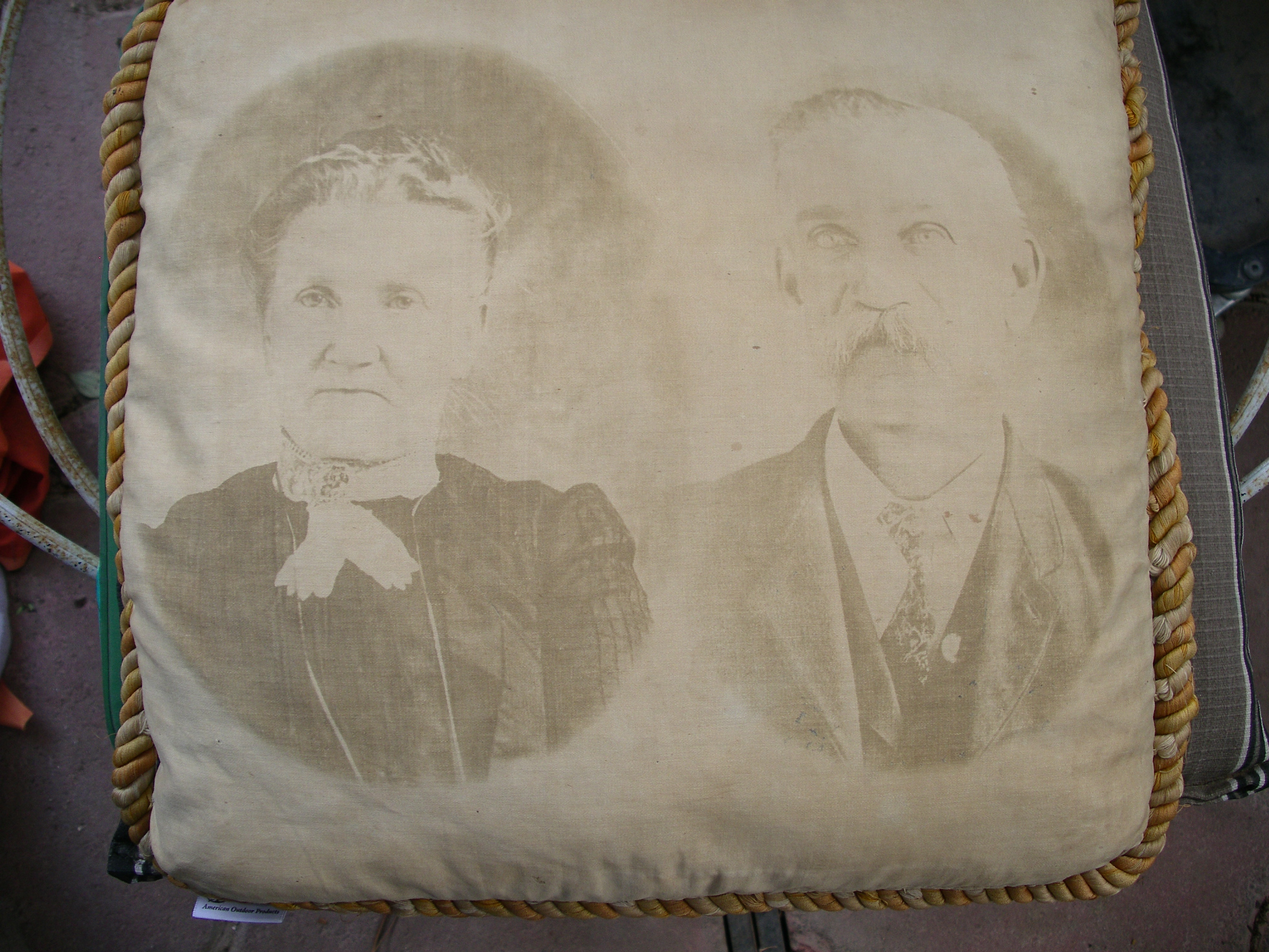 Pillow picture - Ann Dymond Colman - George Hood